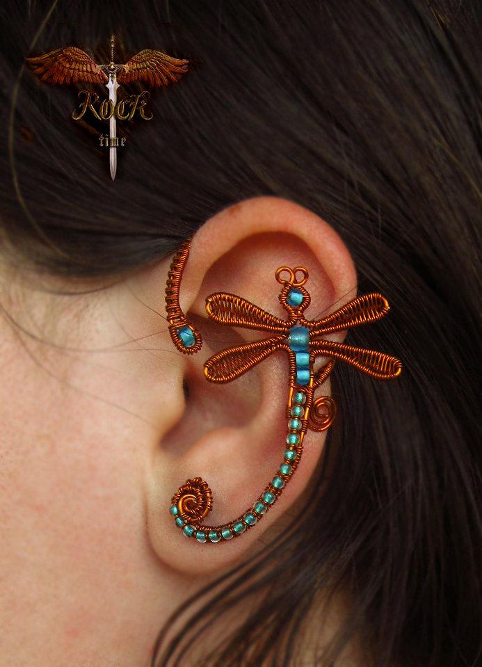 Каффы – это необычные украшения на уши. В нашем магазине вы найдете удобные и красивые модели по доступным ценам, начиная с лаконичных мужских каффов, заканчивая изысканными парными каффами для свадьбы.