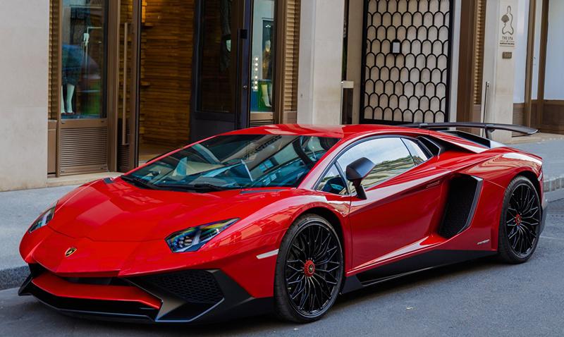 Lamborghini Aventador LP700-4 красный