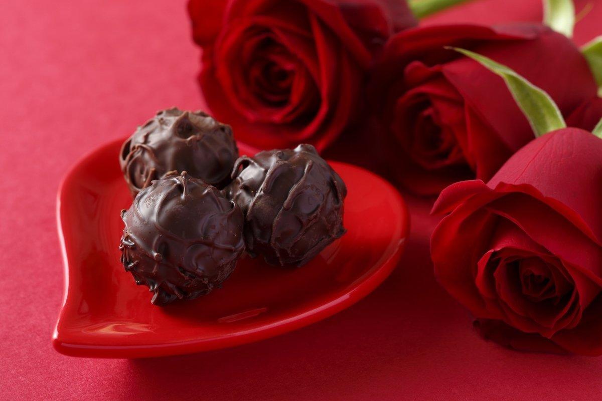 Открытку любви, цветы и конфеты картинки