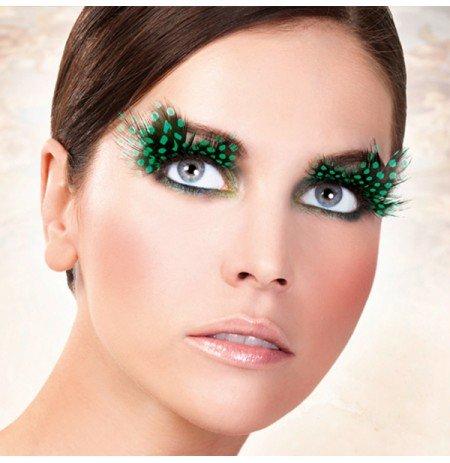 Зеленые перья в макияже