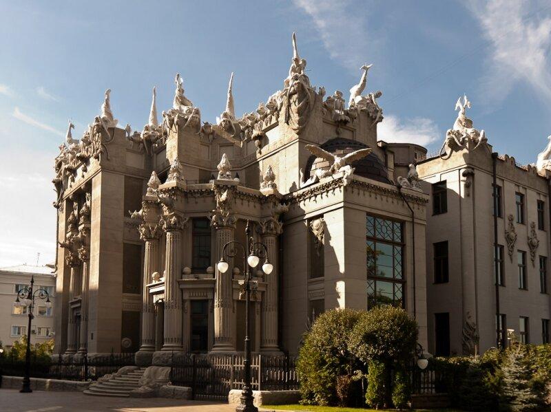 Знаменитый дом архитектора Владислава Городецкого, украшенный причудливыми химерами.
