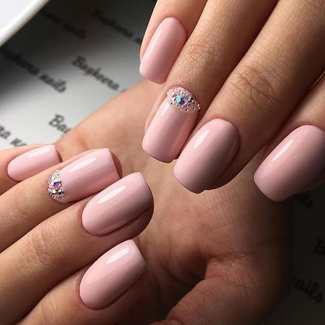 Нежный розовый цвет маникюр фото