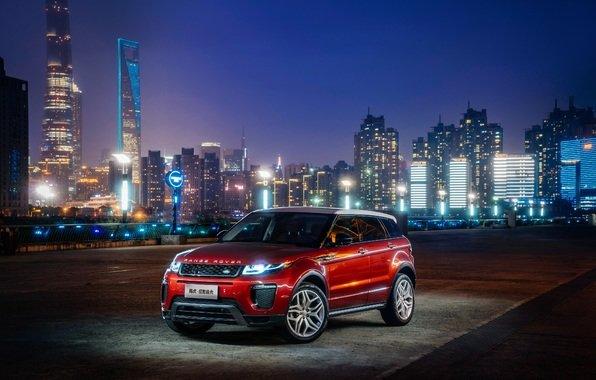Land Rover Range Rover в ночном городе