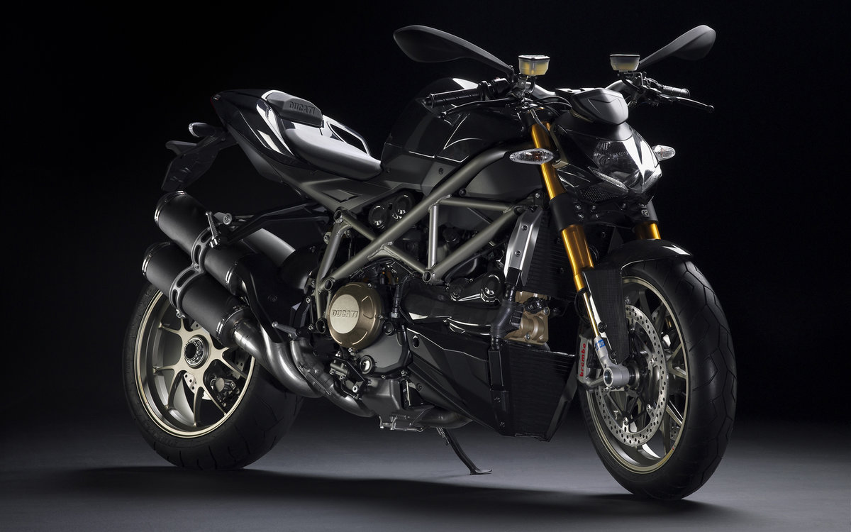 Классический мотоцикл         Рядный 4-цилиндровый  двигатель , часто воздушно-масляного охлаждения; Мотоциклы этого класса появились пе...