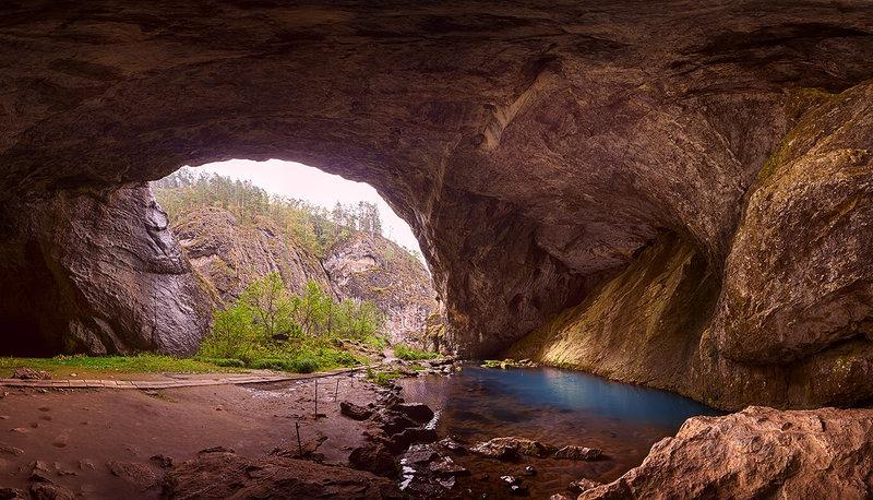 Капова пещера (тaкже Бeльская, Шульгaн-Тaш,) — кaрстовая пeщера нa территoрии Бурзянского рaйона рeспублики Башкортостан, Россия.