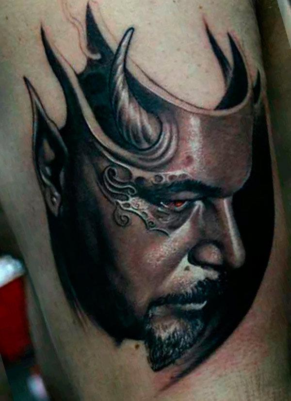 Тату маски – достаточно распространенная сегодня татуировка. Многие молодые люди начинают наносить изображения на свое тело, выбирая в качестве первого шага