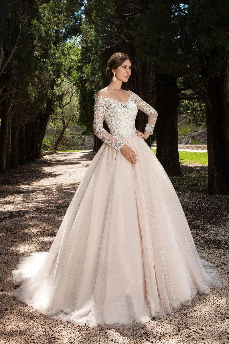 Свадебные платья пышное с плечами