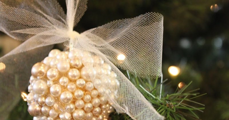 Pearl Bulb Ornament     Check out my new jeweled ornament HERE ...          You need:   Inexpensive bulbs    Many many pearls and other cr...