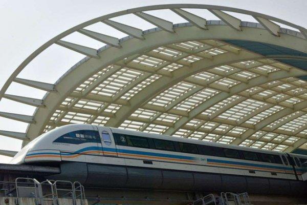 Поезд на магнитной подушке, или маглев (Китай)