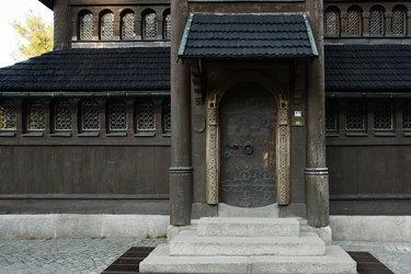 старинные двери готические