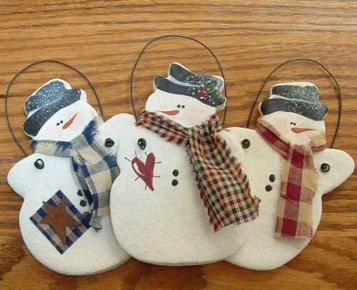 три снеговика из соленого теста