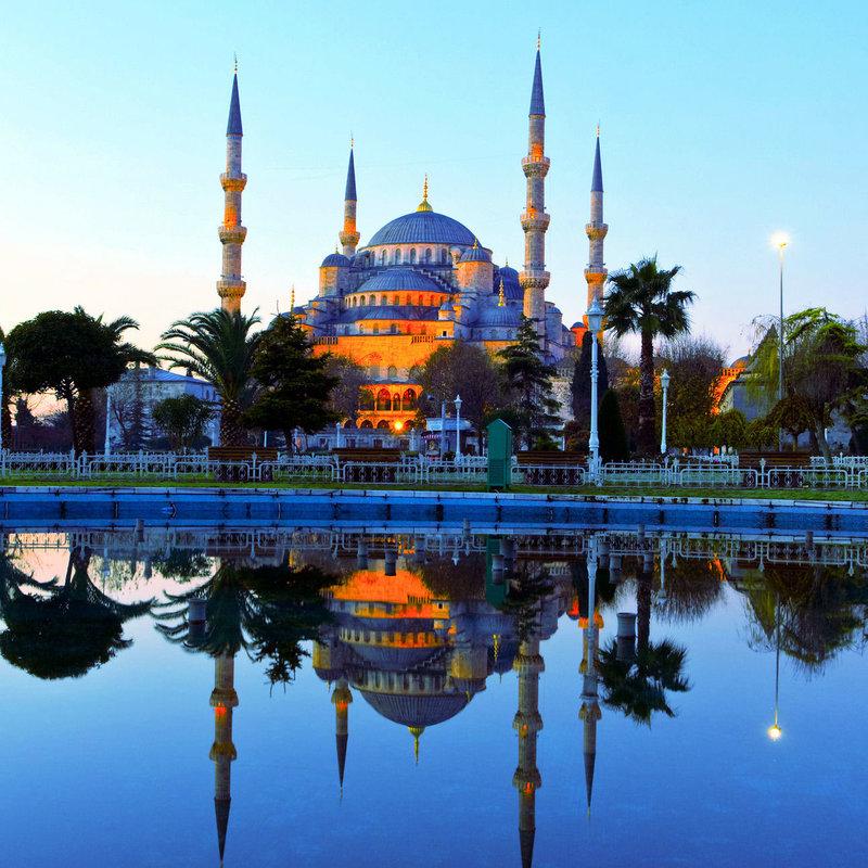 20 лучших храмов мира | Самые красивые и впечатляющие соборы ... Голубая мечеть - Blue Mosque of Sultan Ahmet Местонахождение: Стамбул, Турция (Istanbul, Turkey) на карте. Год постройки: 1616; Высота: 62 м