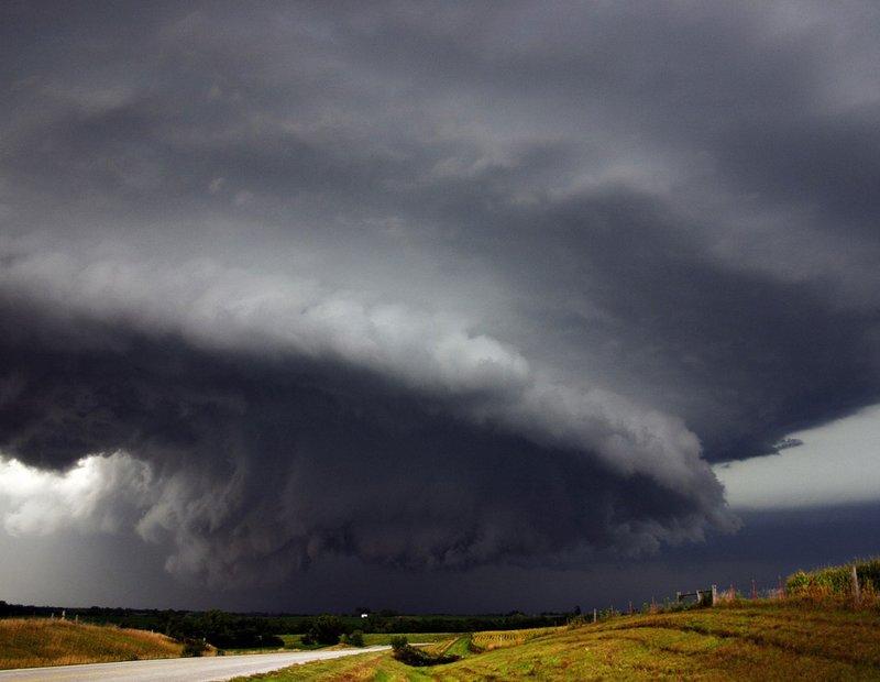 Надвигающийся торнадо.