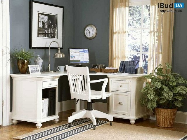 Домашний кабинет в загородном доме