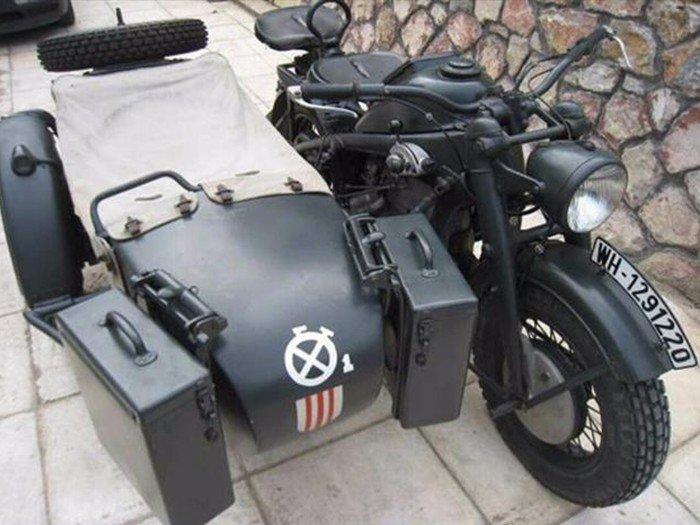 Бред Питт купил немецкий мотоцикл с коляской времен Второй Мировой