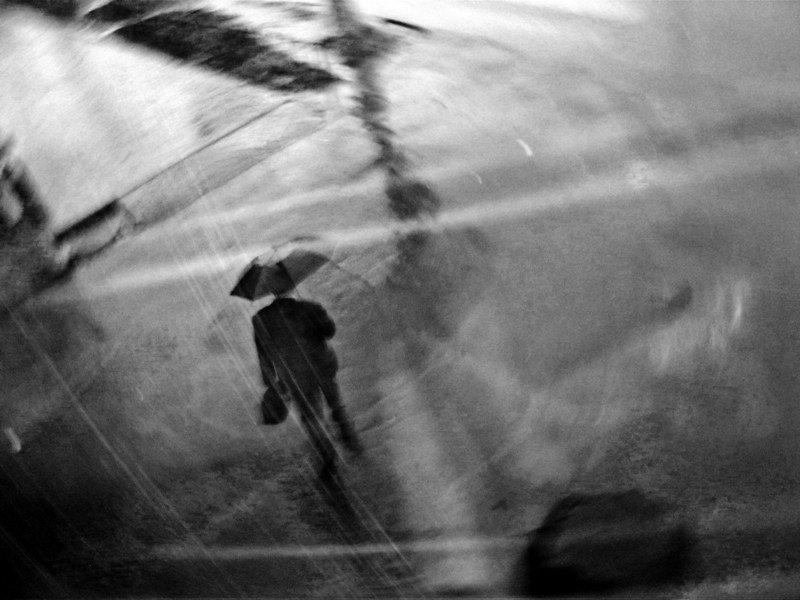 Человек под дождем. Искусство. Фотографии человек под дождем - Дом Солнца