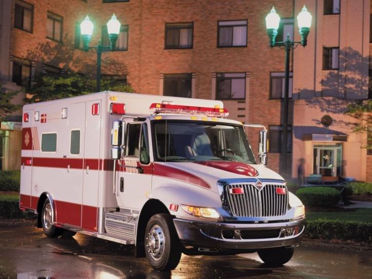 Фотографии 2002 International DuraStar 4300 Ambulance. Фото, заставки и обои для рабочего стола c автомобилем International DuraStar 4300 Ambulance 2002 года. VERcity