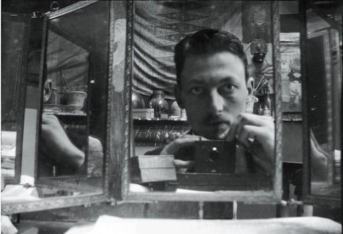 Опубликована поразительная подборка селфи в зеркале, сделанных 100 лет назад - фото 1