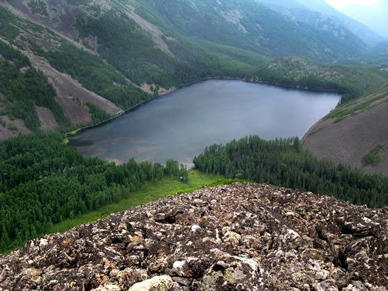 Озеро Омот на Баджальском хребте