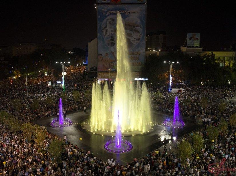 Поющий фонтан Театральный в Краснодаре