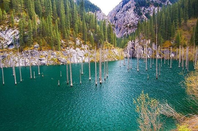 Удивительное горное озеро Казахстана — ИНТЕРЕСНАЯ ПЛАНЕТА