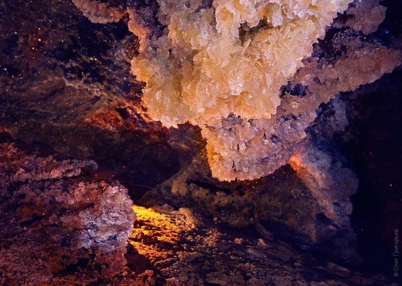 Вид на кристаллы в пещере Млынки