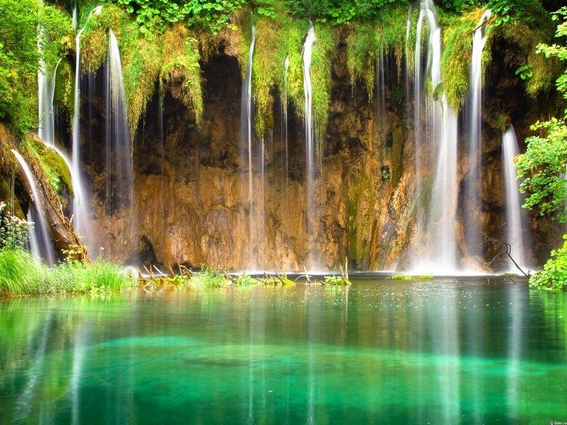 Водопад в лагуне