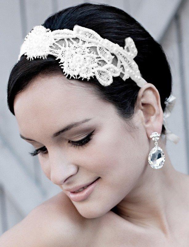 Свадебная прическа – важная деталь внешнего вида невесты, которая обеспечивает целостность выбранного стиля и образа.