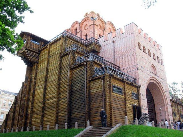 Золотые ворота — памятник оборонного зодчества времён правления Ярослава Мудрого.