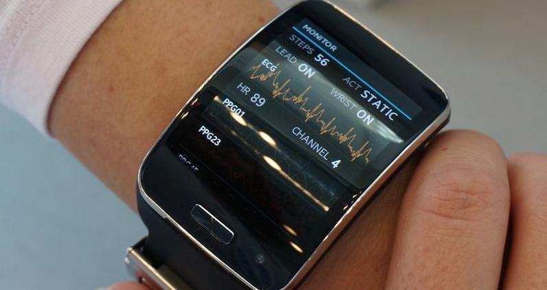 Samsung шуршит над новым умным аксессуаром. В отличии от других устройств на рынке, Simband (именно так назван гаджет) оснащен большим количеством сенсоров, что позволит считывать показатели здоровь