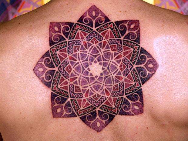 Цветная мандала татуировка