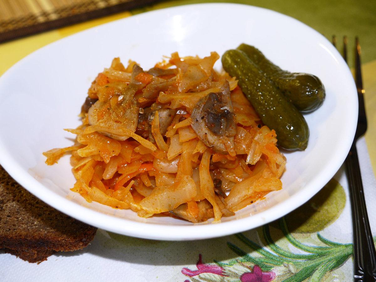 солянка из капусты с грибами и курицей