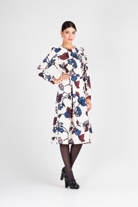 Белое платье ниже колен с изображениями цветов 03.1691 S1110.02 Elena Shipilova