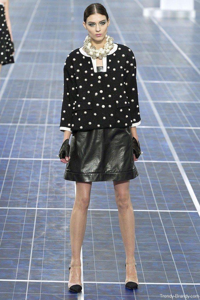 Кожаная юбка: Chanel весна-лето 2013.