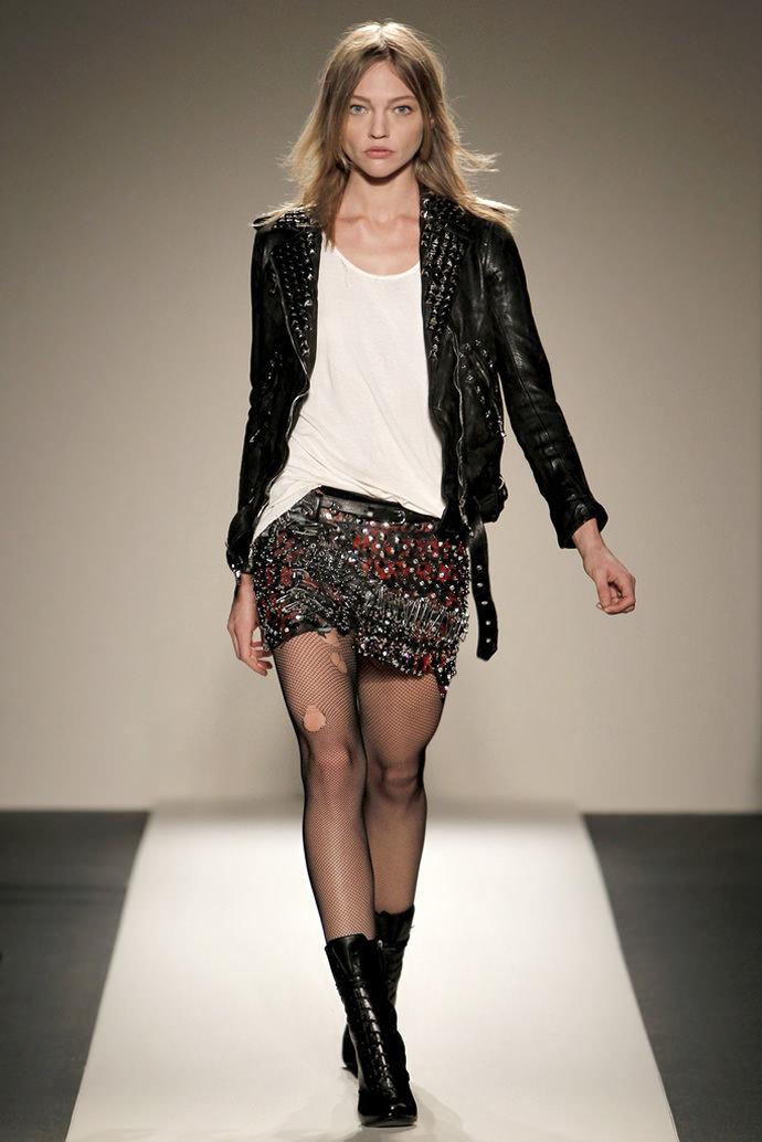 На фото модели демострируют стиль гранж в одежде