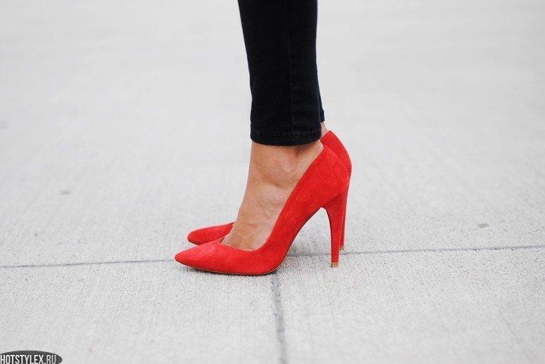 Замшевые красные туфли-лодочки