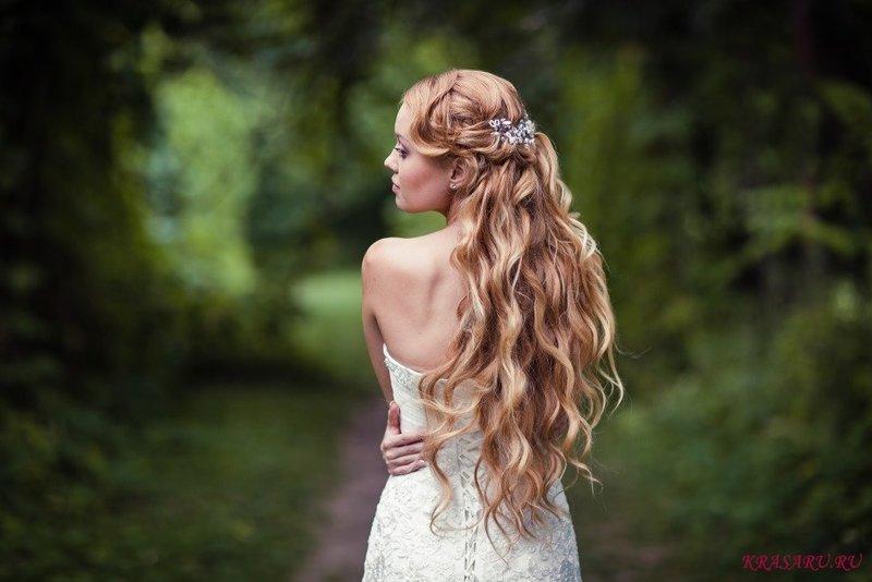 Прически на длинные распущенные волосы: укрощение строптивых
