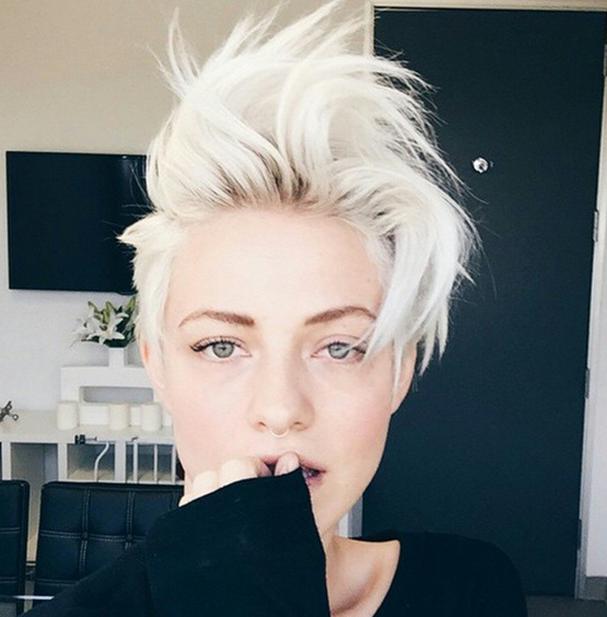 Седой цвет волос: пепельные оттенки 2015 года