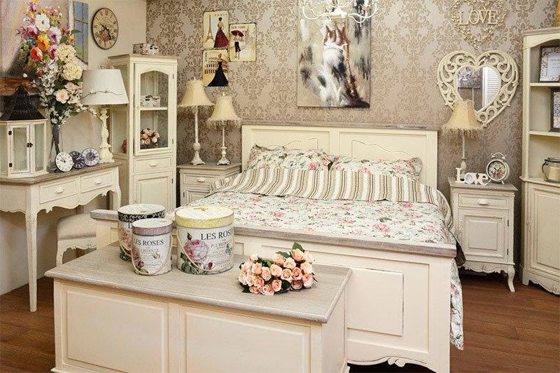 Изящная мебель для спальни в стиле шебби-шик