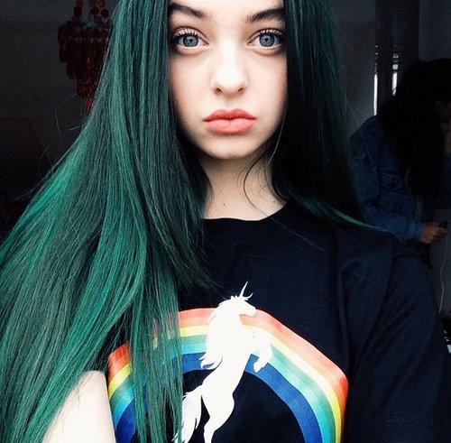 Волосы зеленого цвета