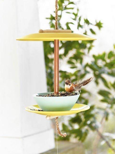 Кормушка для птиц из посуды