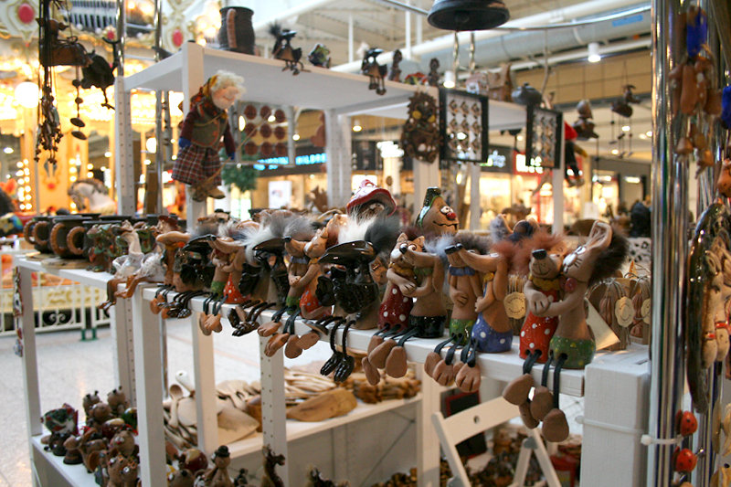 Игрушки из глины на новогодней ярмарке
