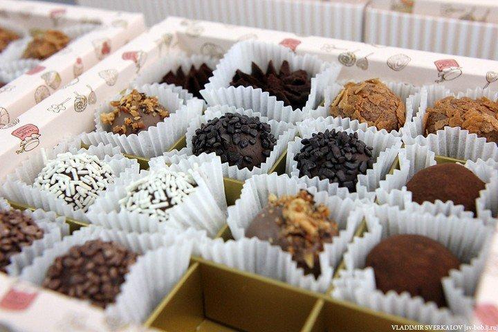 Как делают шоколадные конфеты (1)
