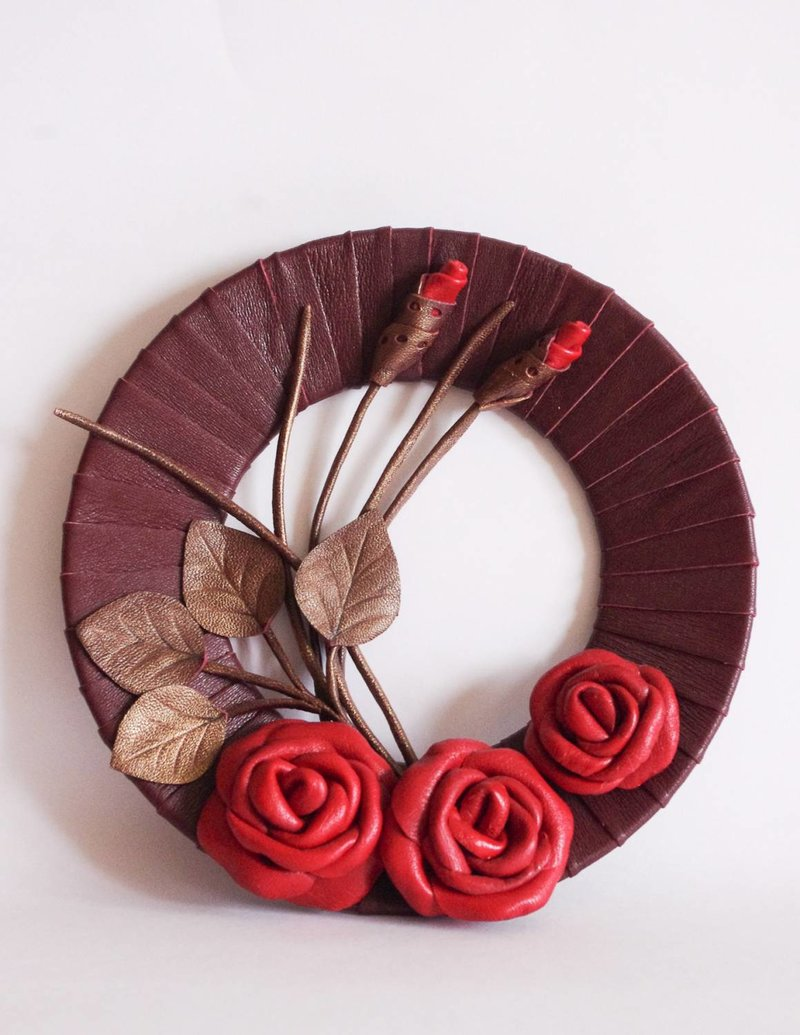 Кожаное панно с розами
