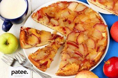 Шарлотка с яблоками и карамелью