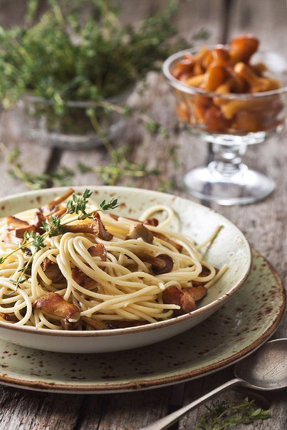 Спагетти с сезонными грибами