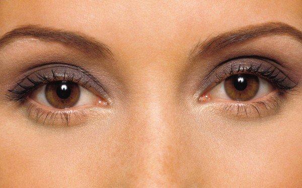 Дневной макияж карих глаз