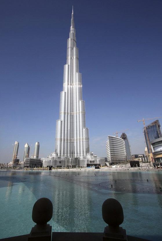 """Небоскреб  """"Бурдж  Дубай""""  (""""Burj  Dubai""""),  напоминающий  по форме сталагмит,  на  сегодняшний день является самым высоким зданием планеты. Читать полностью: http://www.interfax.by/article/1065768"""