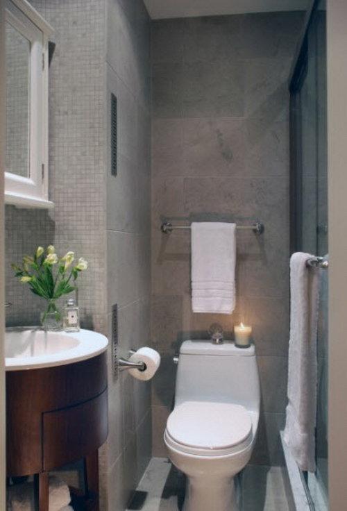 Креативный дизайн маленькой ванной с плиткой
