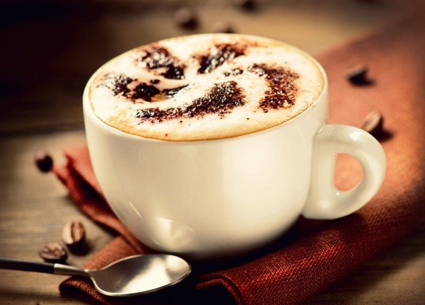 Терпкий вкус натурального кофе, мягкая молочная пена, ароматные специи и романтические узоры – наслаждайтесь каждой минутой своего утра с чашкой бодрящего, но нежного капучино!